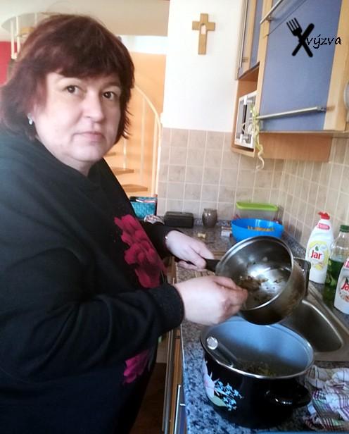 šťouchané brambory se slaninou a cibulkou