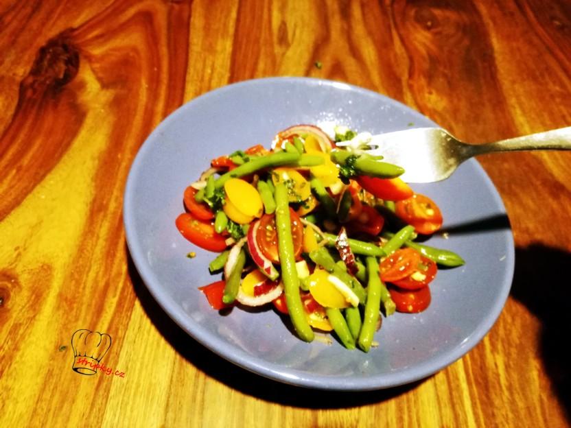 salát se zelených fazolek