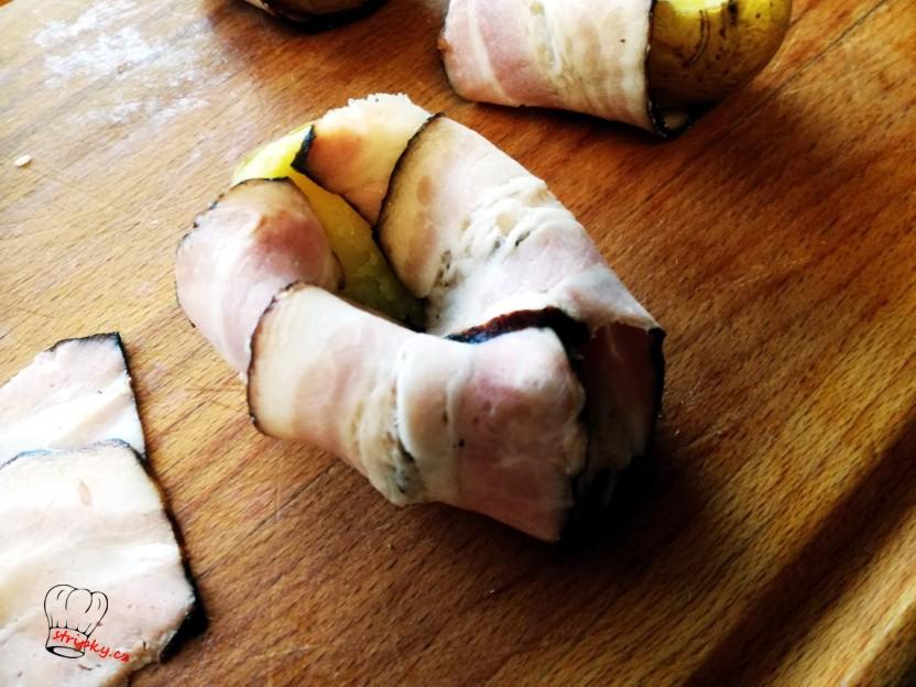 obalíme slaninou bramboru